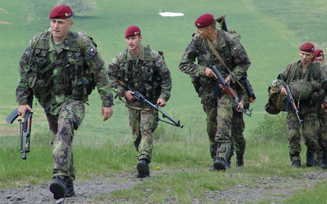 Výtěžek střelecké soutěže pomůže rodině těžce zraněného vojáka