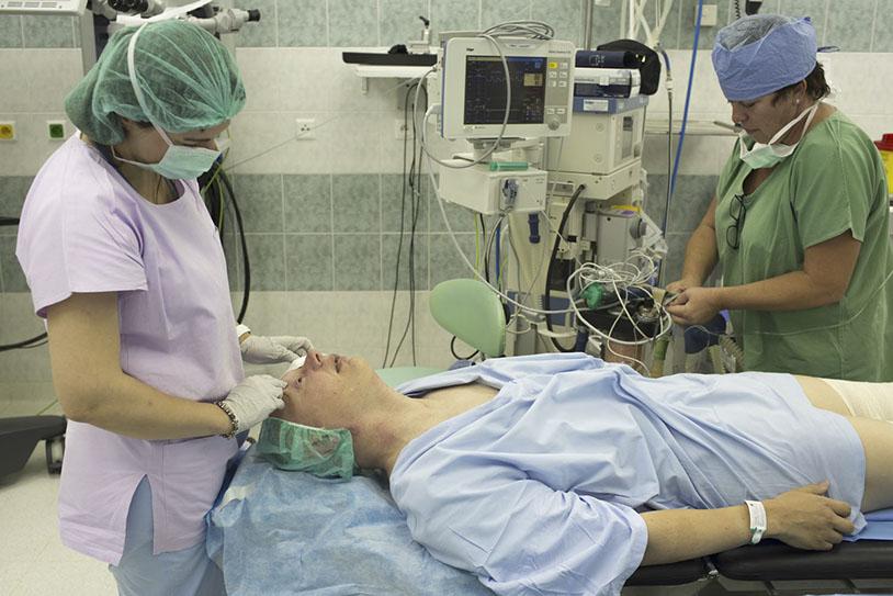 Verschenken Behandlung von Tirra Memorial Hospital
